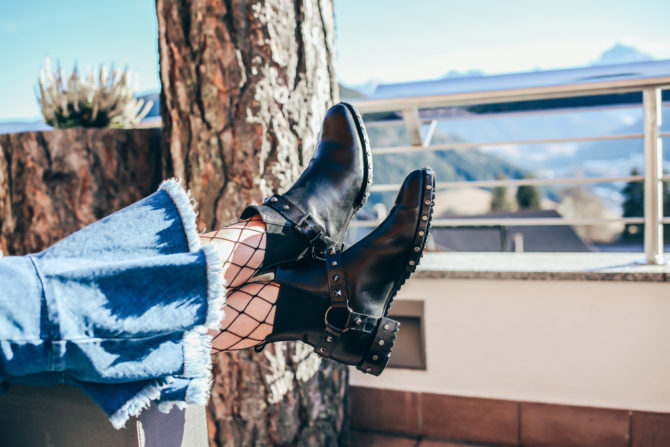 MOUNTAINS, SUN AND BARRACUDA BOOTS